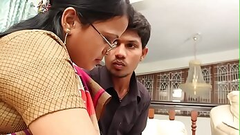 Bashing Desi Aunty Saggy boobs off