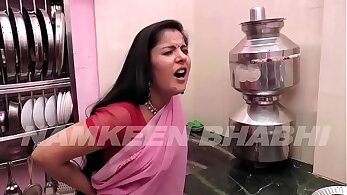 Curvy Indian gets fucked in the roadside