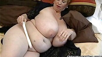 Busty Granny Shampooing pussy with a Vibrator